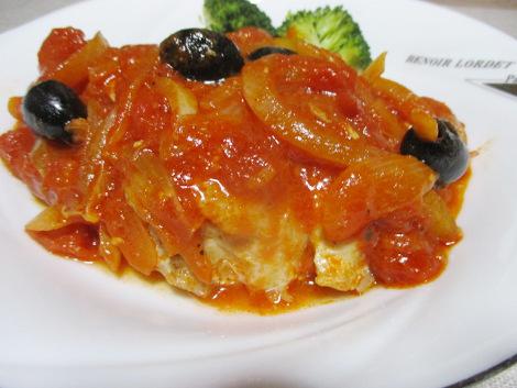 鶏肉とブラックオリーブのトマト煮込み