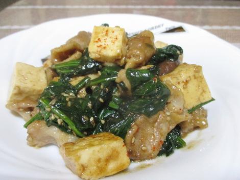 ほうれん草の簡単レシピ・豚肉とほうれん草のニンニク胡麻炒め