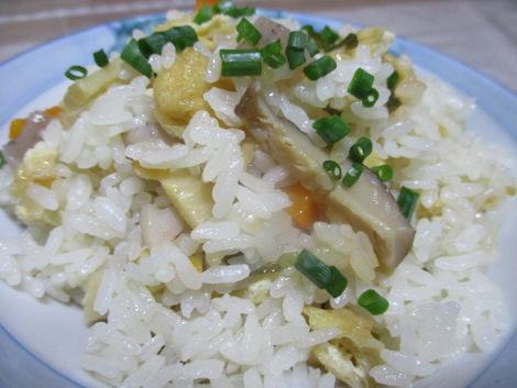 油揚げと根菜の炊き込みご飯